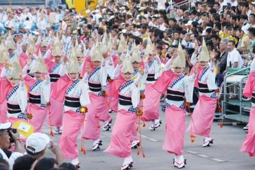 82_06阿波踊り女性